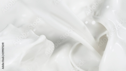 Fotografia  Macro shot of pouring cream in detail