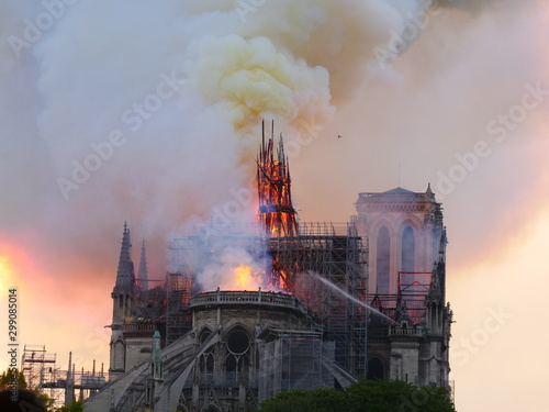 Photo Notre Dame de Paris burning the 15th april 2019.