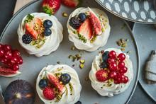 Mini Pavlova Cakes Meringue De...