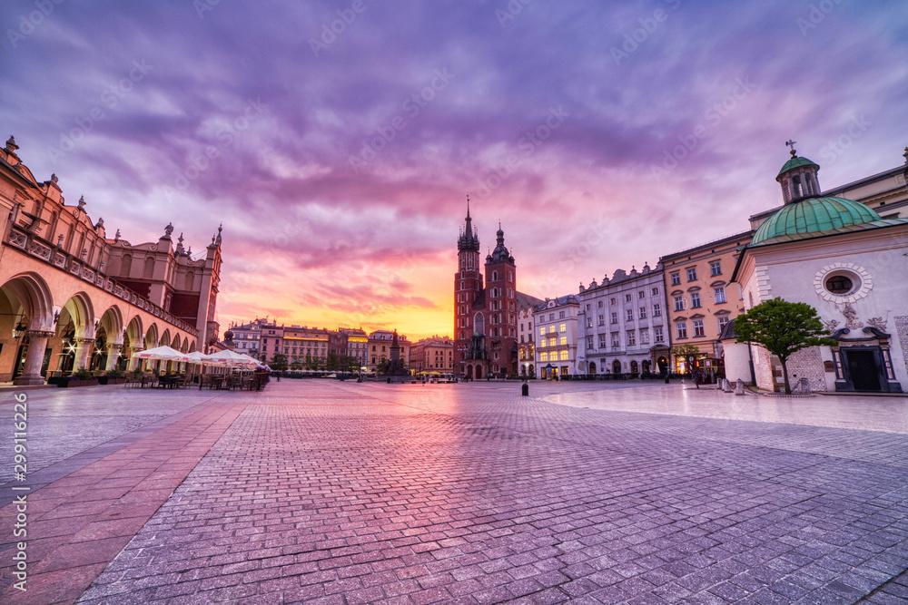 Fototapety, obrazy: St. Mary's Basilica on the Krakow Main Square at Sunrise, Krakow
