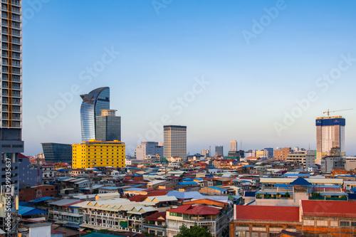 Fotografía  Phnom Penh city, Cambodia - October 21 2019: Phnom Penh cityscape with clear sky