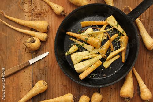 Fototapeta  gebratene Pastinaken braten gebraten Pastinake Winter Gemüse