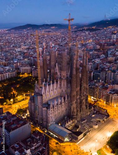Montage in der Fensternische Barcelona Barcelona, Spain - June 12, 2019: Temple Sagrada Familia at night from a drone. Barcelona