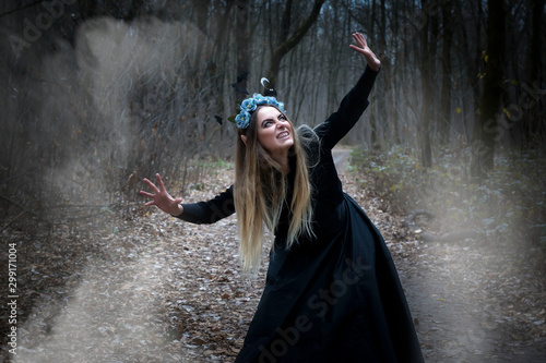 Pretty blonde in a witch costume for Halloween. Fototapet