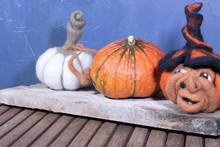 Légume Citrouille Et Décoration Citrouille En Laine Cardée Et Citrouille Sorcière Sur Une Planche à Découper Halloween Thanksgiving Toussaint Et Dia De Muertos
