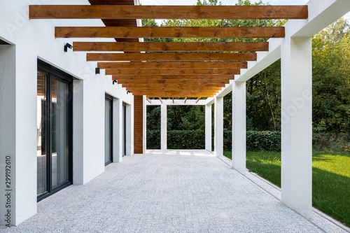 Elegant home patio and backyard - 299192610