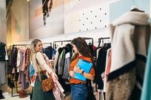 Female Seller Helps Buyer To C...