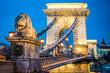 Leinwanddruck Bild - セーチェーニ鎖橋の夜景(ハンガリー・ブダペスト)
