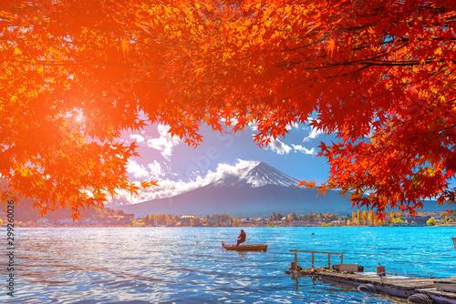Montage in der Fensternische Rot Autumn at Fuji mountain in Japan.