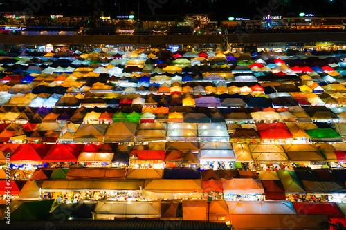 Fotografie, Obraz  タラート・ロットファイ・ラチャダー(タイ王国・バンコクの夜市)
