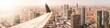 Flugzeug über Großstadt
