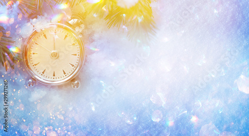 Fotografía  Christmas and New Year holidays background with clock