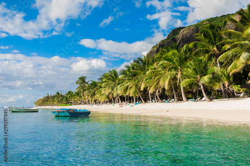 Foto auf AluDibond Palms Tropical view of the resort on Mauritius. Ocean with boat, sandy beach with palms