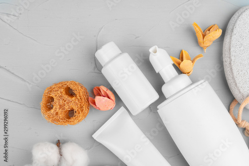 Obraz na plátně  Plastic bottles of body care and beauty products composition close up