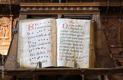 Photo libro antiguo gregoriano en el pilar zaragoza 4M0A9835-as19