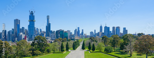 Photo Melbourne cityscape panorama view from Shrine of Remembrance on a sunny day