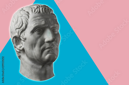 Fotografía  Contemporary art concept collage with antique statue head in a surreal style