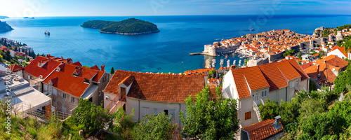 Montage in der Fensternische Südeuropa Aerial panorama of Old Port and historical center of Dubrovnik with a view to the Lokrum island, Croatia
