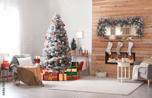 Fotomural  Beautiful interior of living room with decorated Christmas tree
