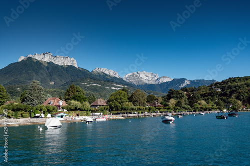 Fototapety, obrazy: Lake Annecy, perialpine lake in Haute-Savoie, France.