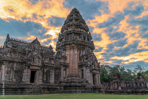 Foto  The beautiful stone castle in Phimai historical park