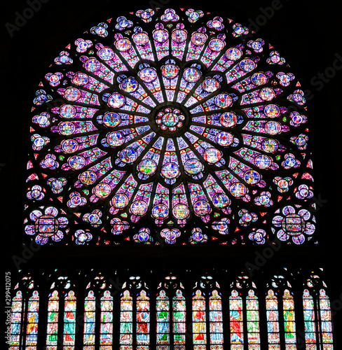Fotomural  PARIS, FRANCE - SEPTEMBER 26, 2018 North Rose vitrages stained glass window in interior of cathedral Notre-Dame de Paris before fire April 15, 2019
