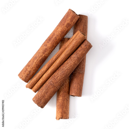Foto Cinnamon sticks isolated on white background closeup