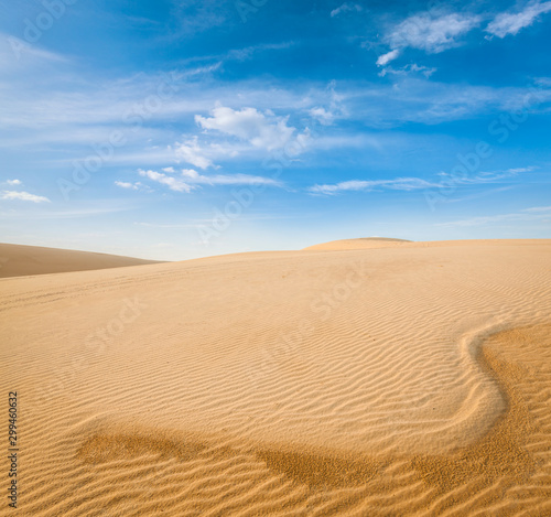 White sand dunes on sunrise, Mui Ne, Vietnam Fotobehang