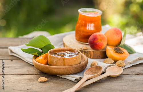Fotomural  Apricot jam and ripe apricots on the wooden natural table.