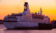Klassisches Kreuzfahrtschiff M...