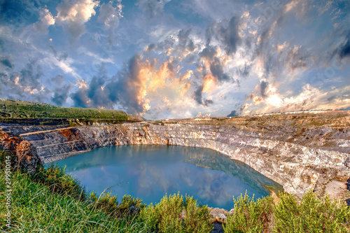 Photo Fantastic view of Open Pit Mining on cloudy sky