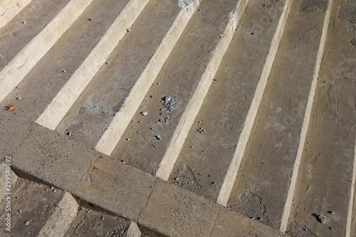 Nowoczesne schody z różnych materiałów i w różnym stylu
