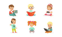 Toddlers Use Gadgets. Vector I...
