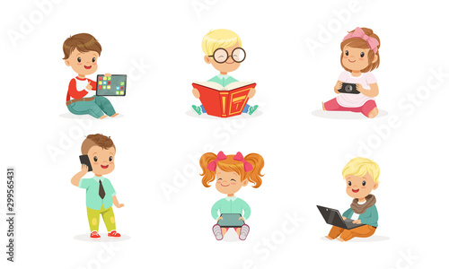 Obraz Toddlers use gadgets. Vector illustration on a white background. - fototapety do salonu