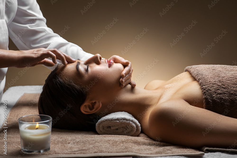 Fototapety, obrazy: wellness, beauty and relaxation concept - beautiful young woman lying with closed eyes and having face and head massage at spa