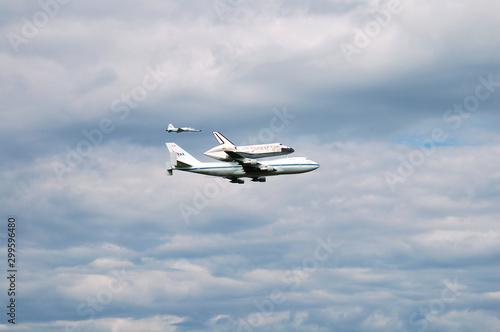 Tela Shuttle on 747