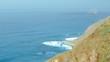 Die raue schroffe Steilküste im Norden von Teneriffa. Beliebte Badebuchten mit Sandstrand zwischen Almaciga und Benijo. Felsen, Vulkangestein, der Atlantik und das Anagagebirge im Hintergrund.
