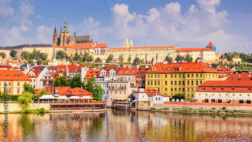 Stampa su Tela City summer landscape - view of the Hradcany historical district of Prague and c