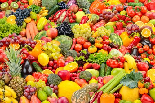jasne-tlo-zdrowych-owocow-i-warzyw