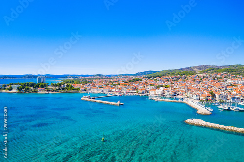 La pose en embrasure Europe Méditérranéenne Town of Vodice and amazing turquoise coastline on Adriatic coast, aerial view, Croatia