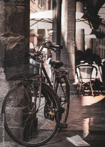 Obraz rower  parked-bicycle-in-pisa