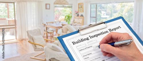 Fotografía Banner Building Inspector completing an inspection form on clipboard