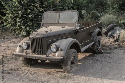 Old broken abandoned off-road car © Yuri Bizgaimer