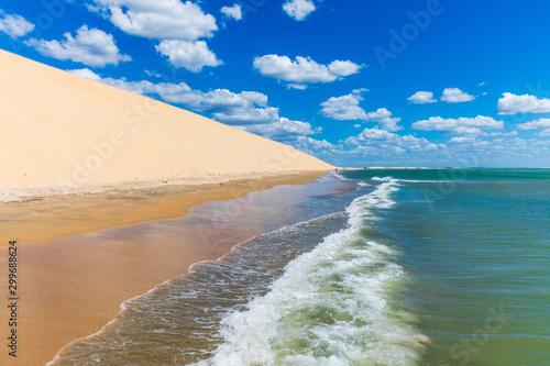 Foto  Beautiful empty beach in Jericoacoara, Brazil with waves near Sunset Dune