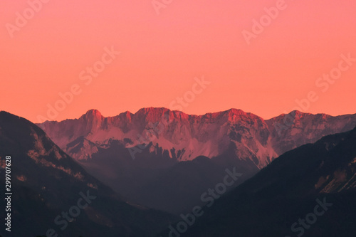 Poster Corail sunset in mountains