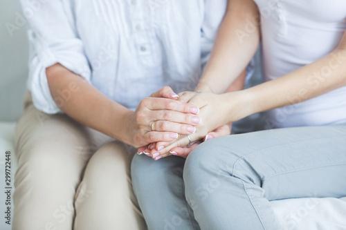Women holding hands closeup Tableau sur Toile