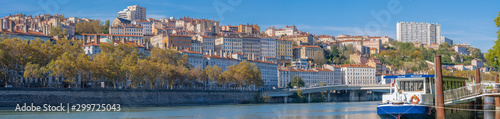 Tuinposter Oude gebouw Lyon, France - 10 26 2019: The Croix-Rousse district from the banks of the Rhône