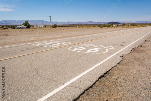 Papiers peints Route 66 Famous Route 66 landmark on the road in Californian desert. United States
