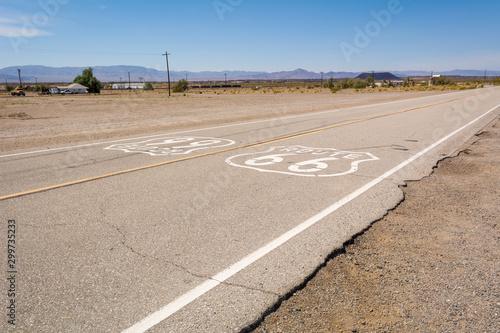 Foto auf AluDibond Route 66 Famous Route 66 landmark on the road in Californian desert. United States
