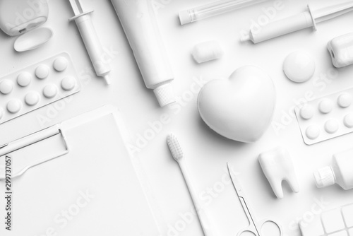 Fotografía White and monotone color dental care & toothbrush set for clean concept